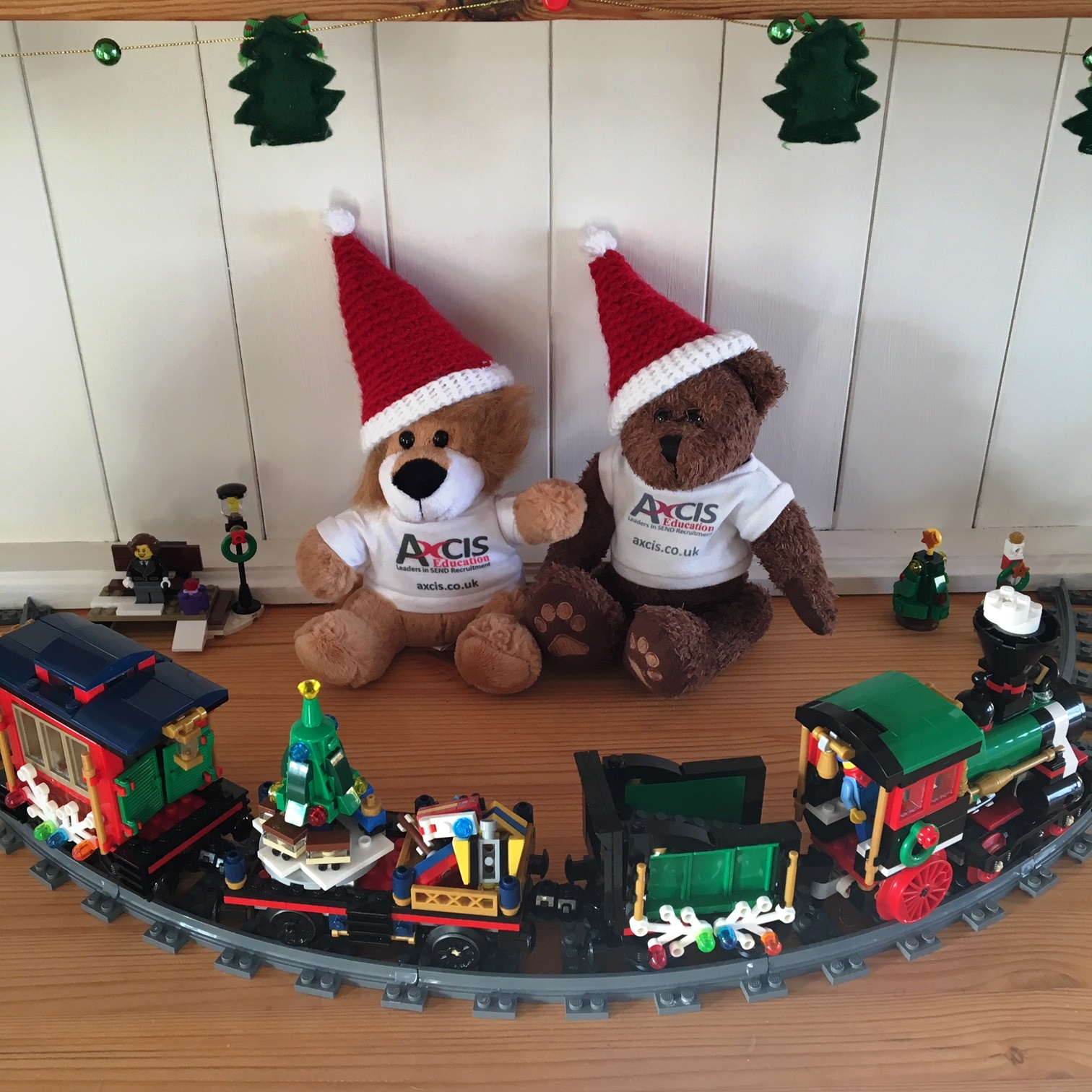 Lionel Christmas Train.Andy And Lionel Xmas Train Square